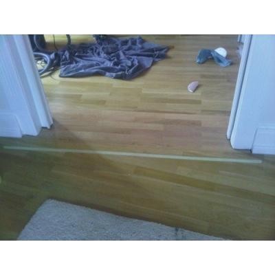 Verlegter Boden geschliffen und und lackiertDer eingeklebte Parkettboden wurde geschliffen und mit einem Wasserlack lackiert.